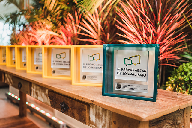 Troféus do 6º Prêmio ABEAR de Jornalismo