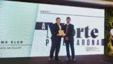 Eduardo Busch, diretor executivo da VoePass, e o jornalista Guilherme Eler, vencedor da categoria Cargas