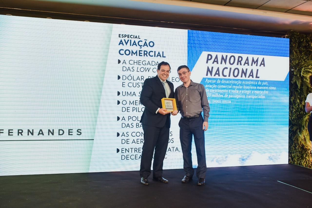 Eduardo Busch, diretor executivo da VoePass, e Edmundo Ubiratan Fernandes, vencedor na categoria Imprensa Setorizada