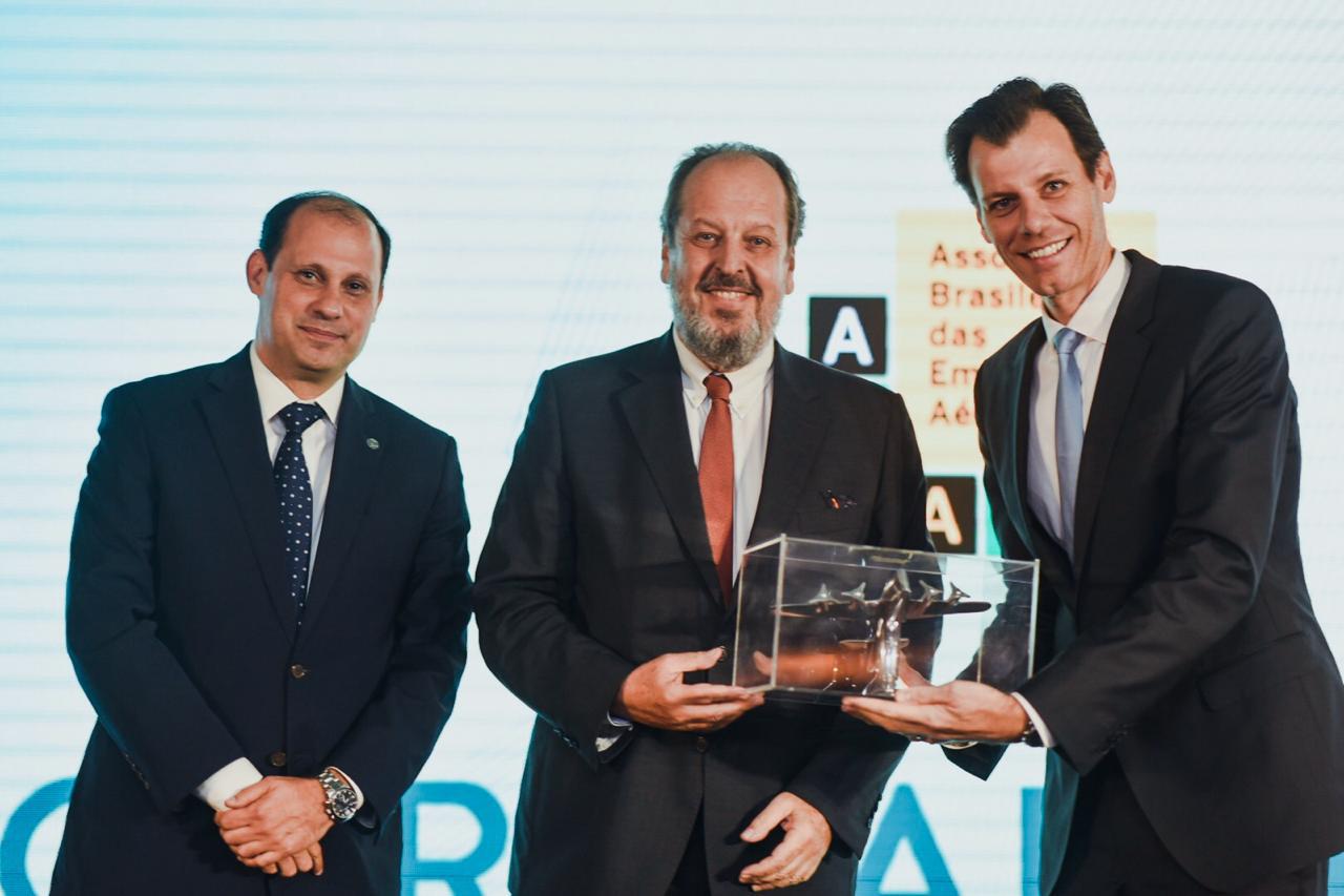 José Ricardo Botelho, Diretor-Presidente da Anac, Eduardo Sanovicz, presidente da ABEAR, e Ronei Saggioro Glanzmann, Secretário Nacional de Aviação Civil