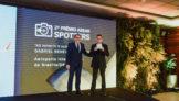 Airton Pereira, diretor de Relações Institucionais e Comunicação da ABEAR, e Gabriel Benevides Pereira, vencedor do prêmio Spotters